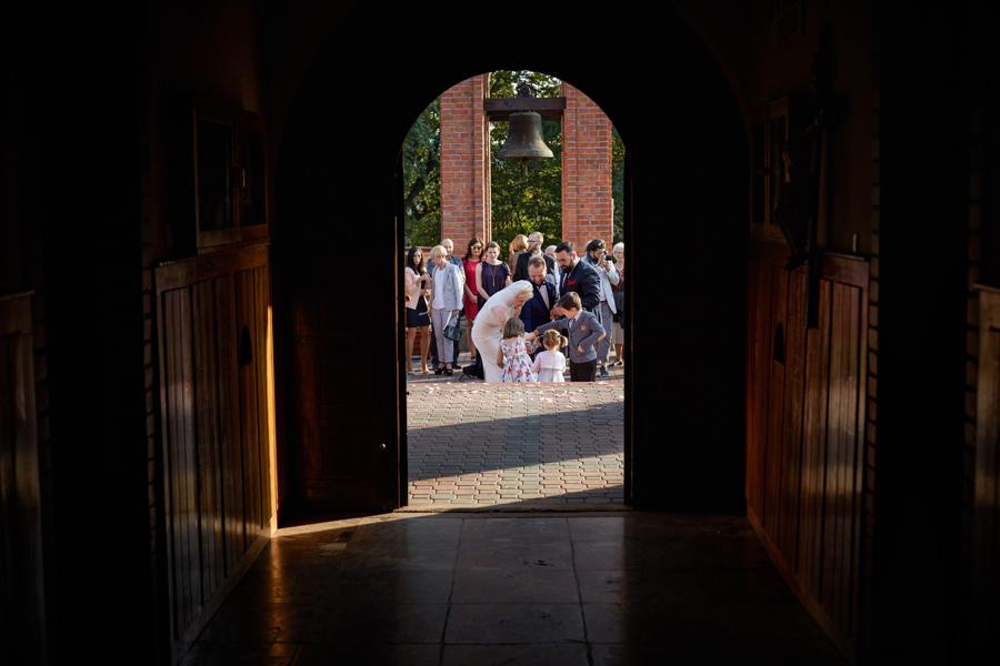 wyjście z ceremoni ślubnej