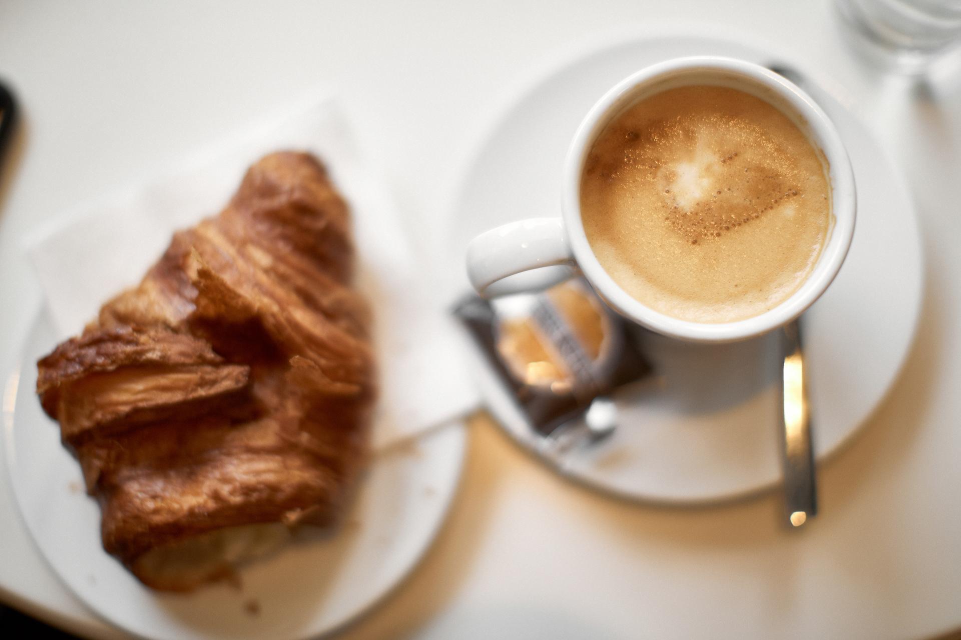 paryskich croissantach i bagietkach