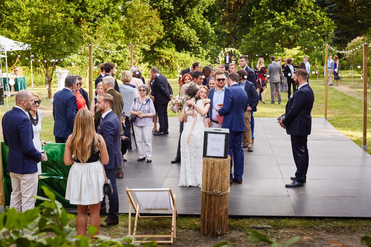 magdalenka rustykalny ślub plenerowy