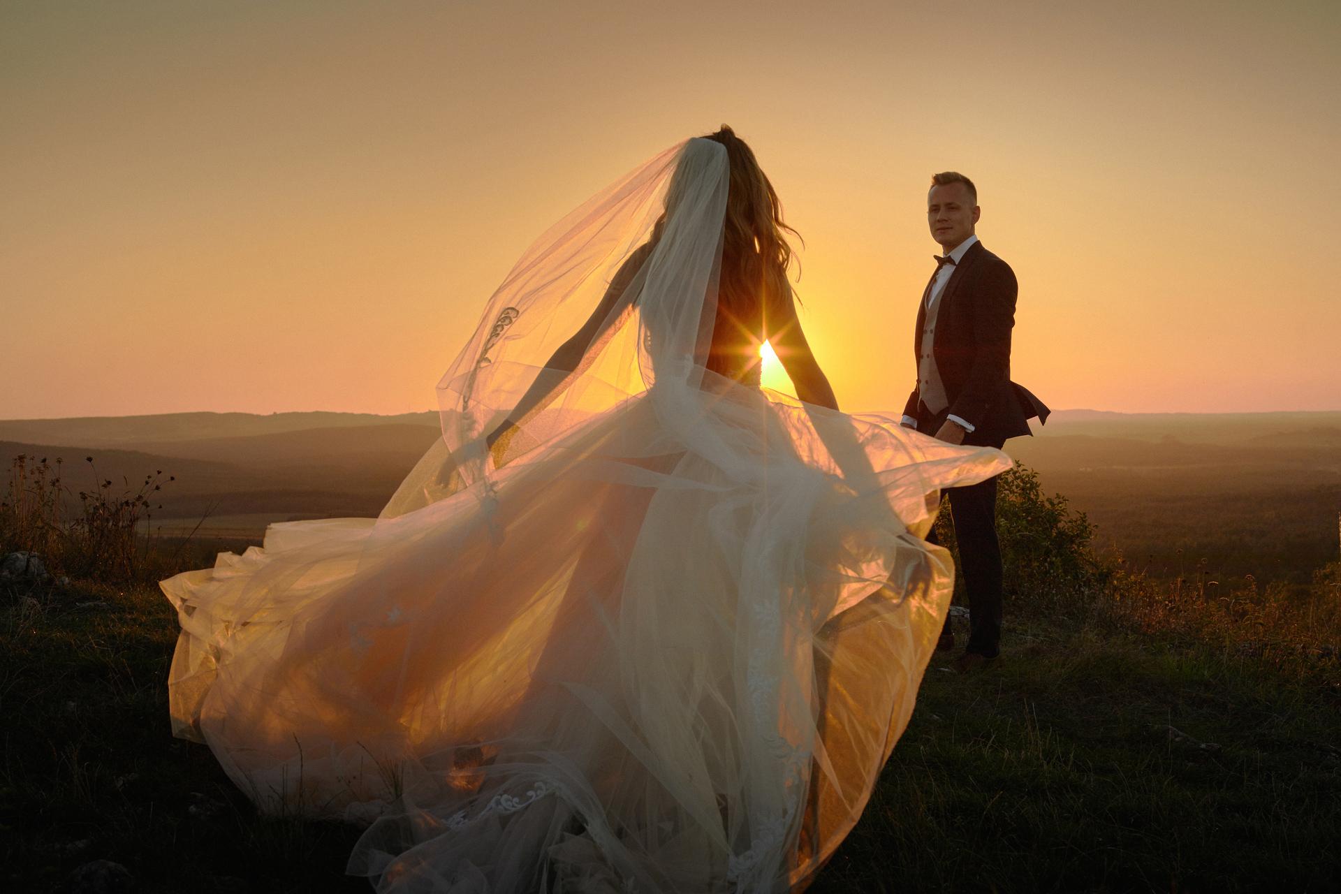 para młoda na plenerze ślubnym góra miedzianka